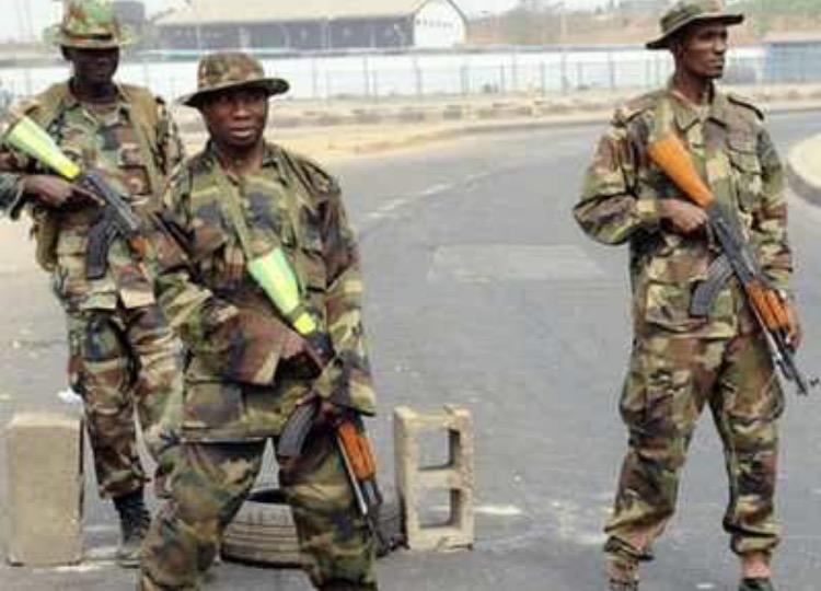 Nigerian soldiers lament poorequipment.