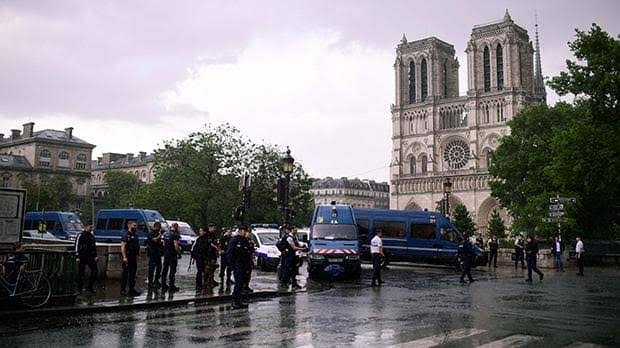 Police shoot and injure attacker outside Paris's Notre-Dame cathedral